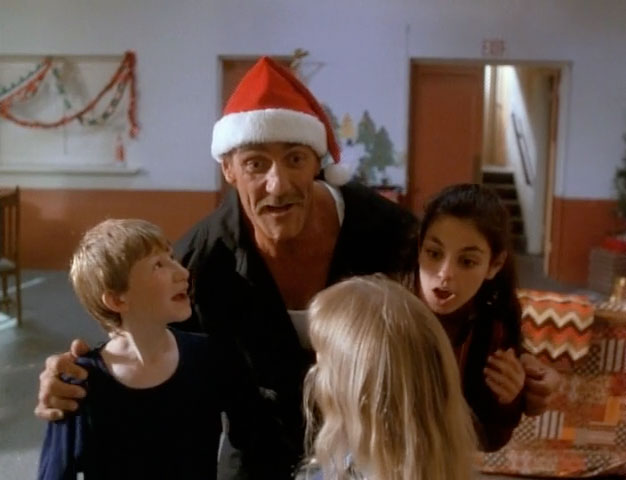 santa-with-muscles_hulk-hogan-mila-kunis