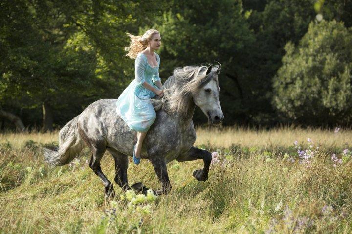 cinderella_lily-james_horse